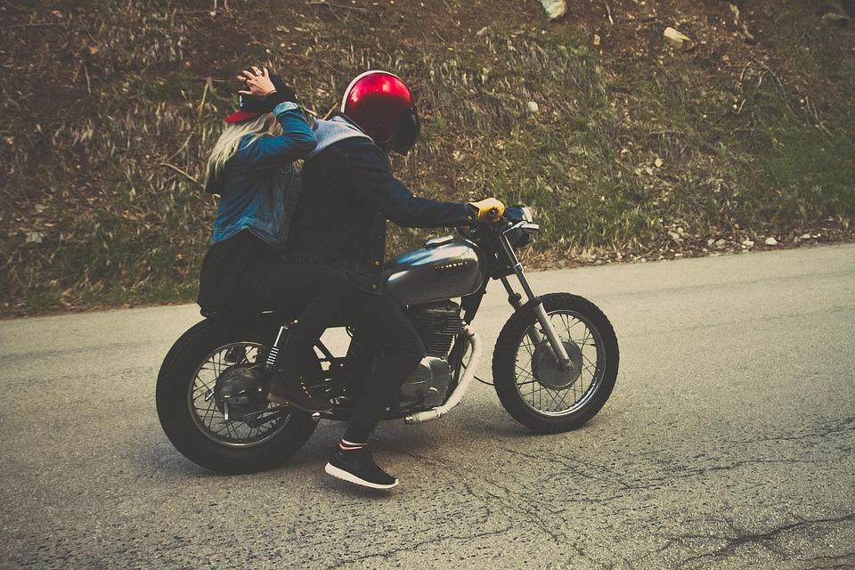 Moto ou voiture?