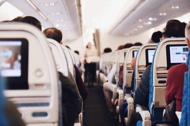 Choix du meilleur moyen de transport pour voyager: l'avion